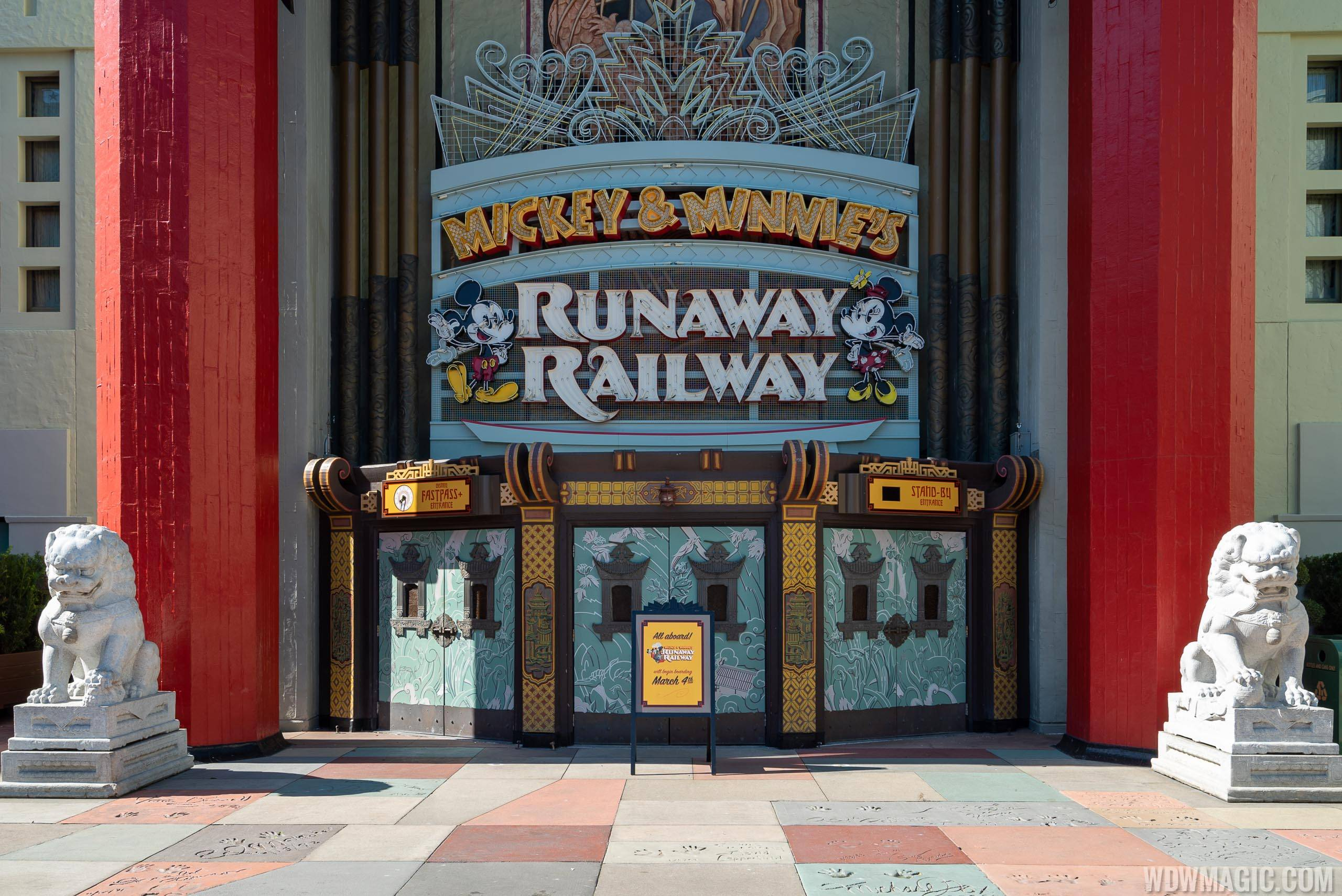 Mickey and Minnie's Runaway Railway FastPass and Standby signs